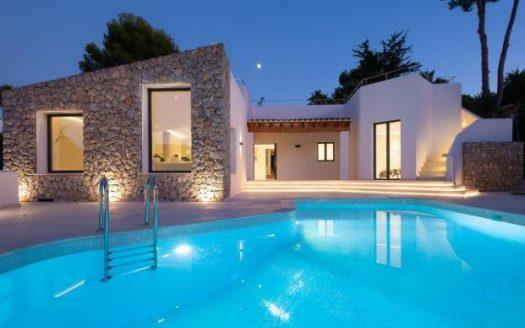 Luxus Villa auf großem Grundstück in Santa Ponsa